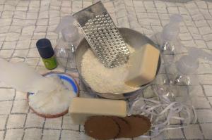 Die Flüssigseife lässt sich mit wenigen Zutaten einfach selbst herstellen. © Christina Spirk